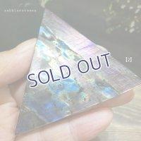 ラブラドライト 磨き三角プレート【2】47.3g